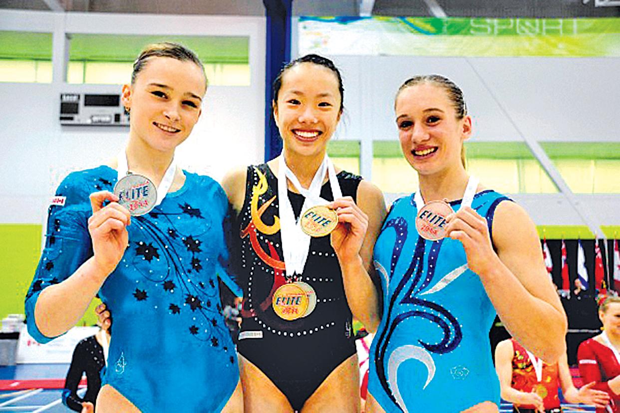 在2014年加拿大體操精英賽上,余穎然(中)獲得1金、1銀、1銅3枚獎牌。 ( 余穎然提供)
