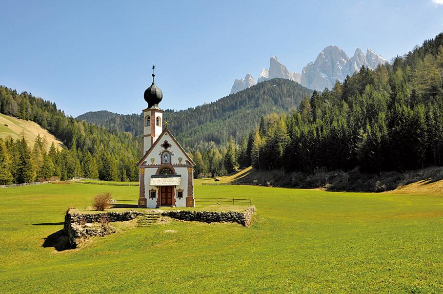 多洛米蒂山脈孤獨小教堂。(維基百科)