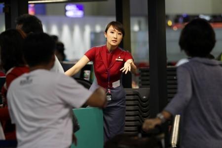 華航空服員從24日凌晨零點開始罷工,華航宣布24日上午到晚上,桃園及松山機場班機停飛,共取消67班,影響2萬多名旅客。(中央社)