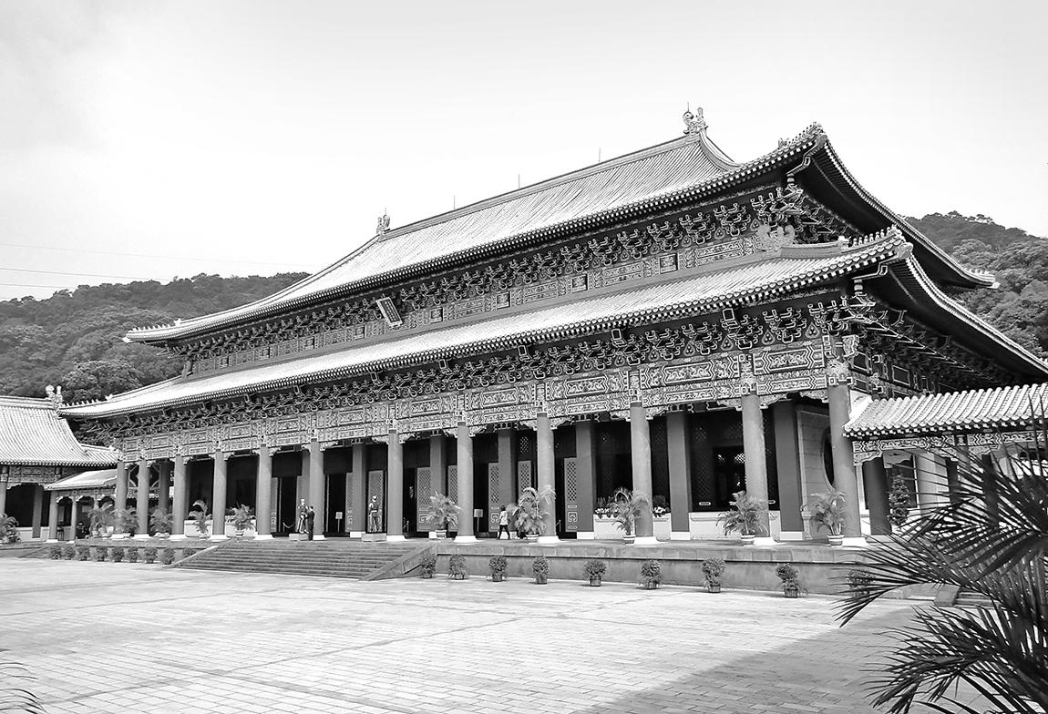1969年完工落成的國民革命忠烈祠(圓山忠烈祠)建築型式仿北京故宮太和殿,是中華民國全國崇祀國殤位階最高的場所,也是國際人士來台訪問時,向殉難英烈致敬的代表場所。(維基百科)