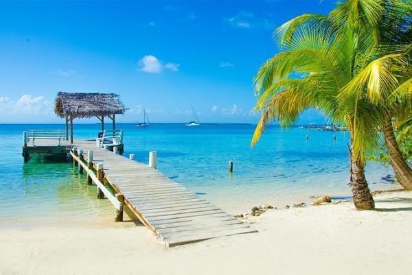 加勒比海周圍有著名的旅遊勝地。圖為洪都拉斯的一所度假村。(Anthony's Key提供)