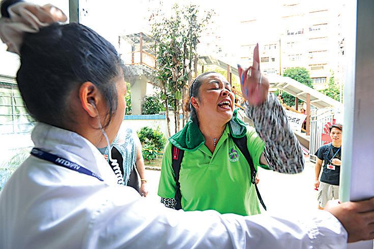 部份舉報梁振英的檢舉信針對2012年青關會騷擾新唐人中國舞舞蹈大賽亞太初賽。