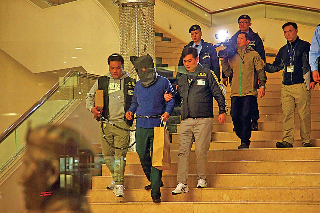 警方隨後拘捕謊報有爆炸品的疑犯,並帶回現場重組案情,被捕人士有黑幫背景。(大紀元資料圖片)