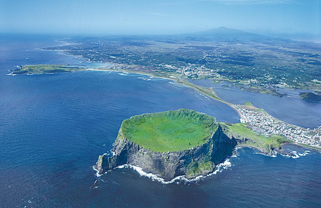 南韓濟州島俯瞰圖。(濟州特別自治道廳提供)