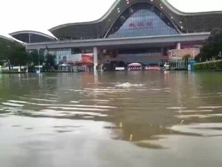武漢高鐵、火車站積水嚴重。(網絡圖片)