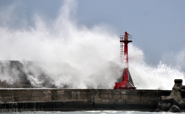 颱風登台 逾40港台航班取消