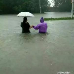 特大暴雨造成新鄉市內嚴重內澇。(網絡圖片)