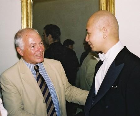 曾智斌是奧地利名指揮家利奧普海格最後一位學生,深得老師讚許。他表示,從恩師身上學到做事嚴謹、有條不紊、珍惜時間的工作態度。(受訪者提供)