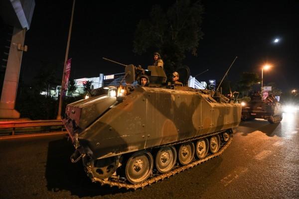 土耳其政變 民眾上街抗議遭槍擊