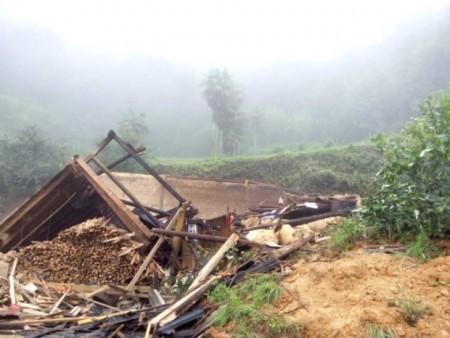 農戶張桂瑞的家被山泥沖塌。(網絡圖片)