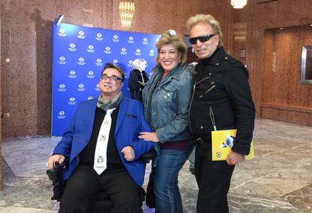 世界著名魔術師搭檔Siegfried & Roy中的Siegfried Fischbacher(右一)與Roy Horn(左一)和朋友一同觀賞了1月23日下午拉斯維加斯的神韻演出。(新唐人電視台