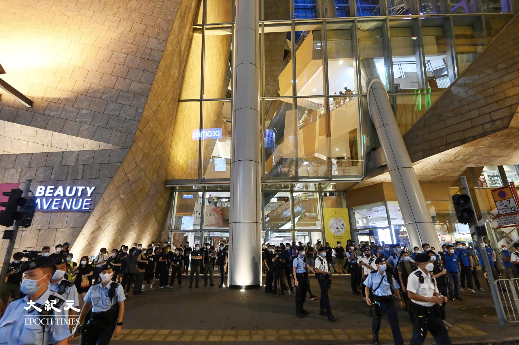 612兩周年|數百警察包圍朗豪坊 截查數十名市民【組圖】