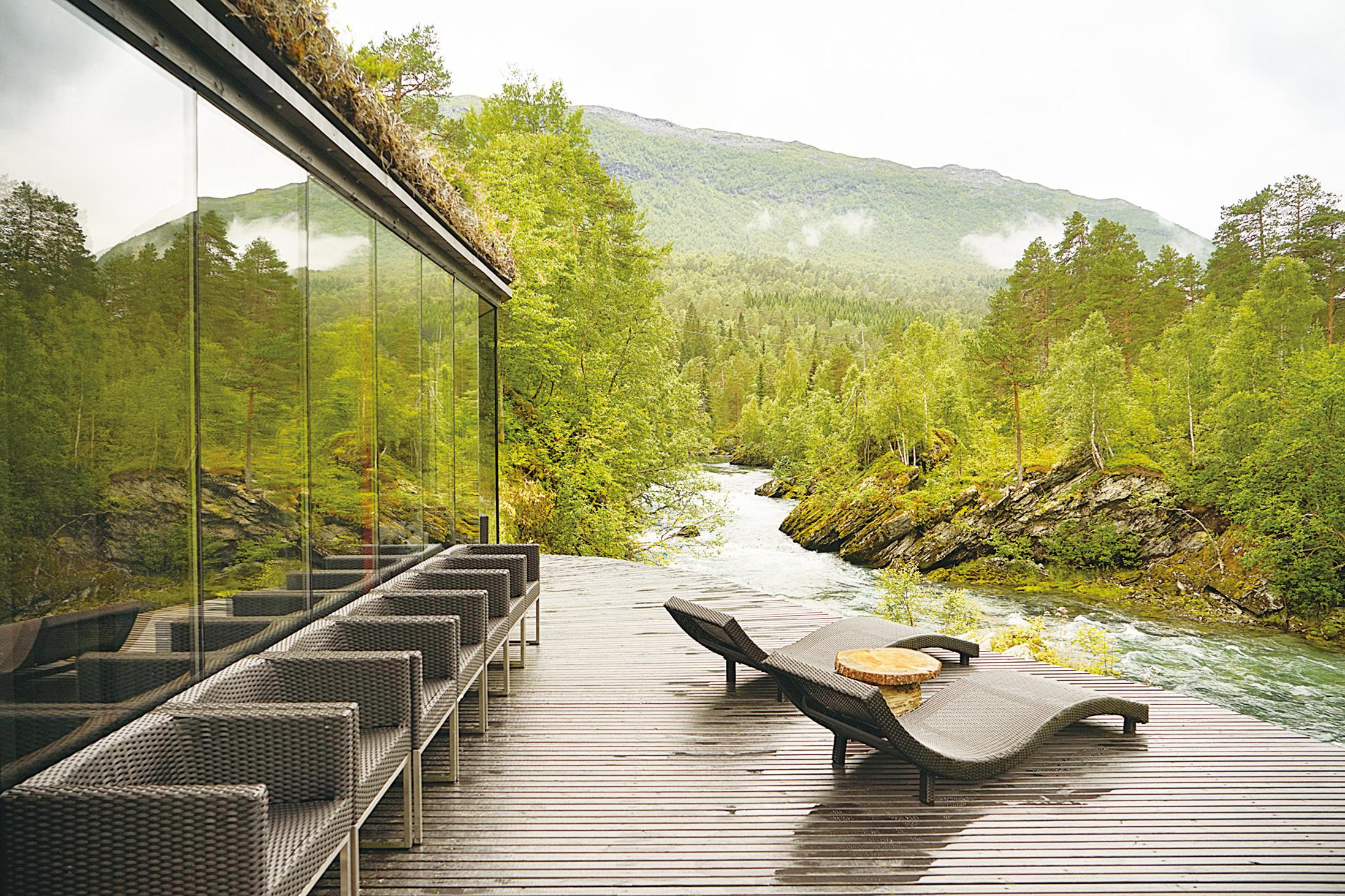 《智能叛侶》中林宅 原為挪威山水酒店
