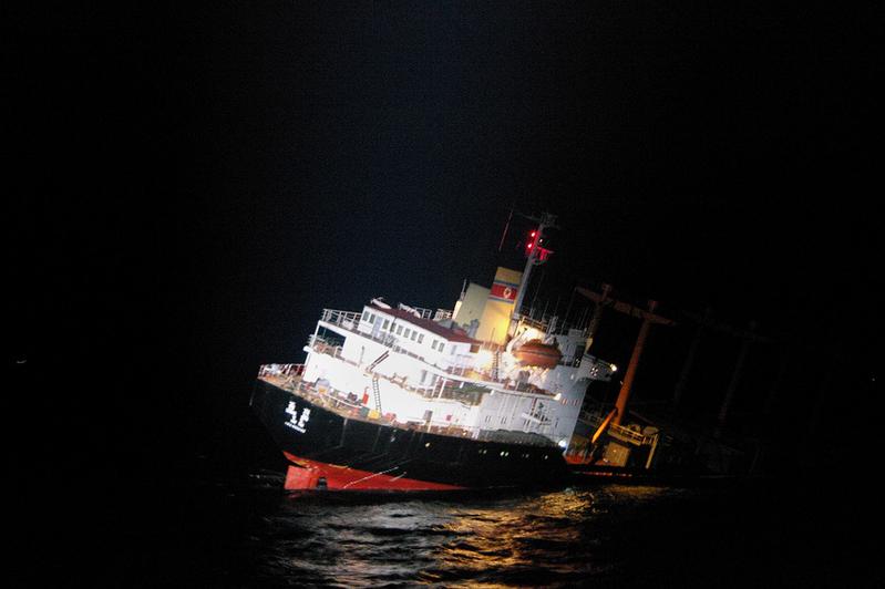 日本海警在沉船中救起26名北韓人