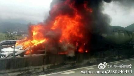 廣東高速公路19車連撞引發大火 致6死16傷