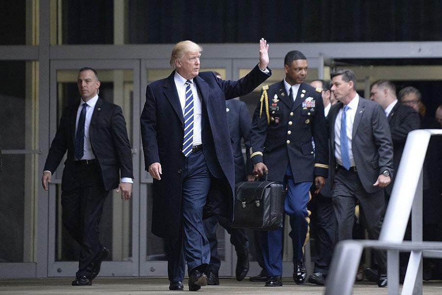 這個神秘公事包緊跟特朗普 可瞬間摧毀北韓
