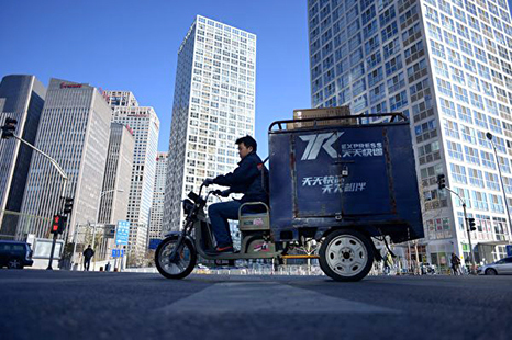 中國網購快遞員 低薪且超時工作