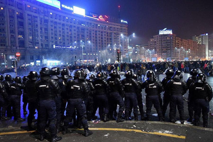 羅馬尼亞為貪官脫罪 廿萬人上街抗議
