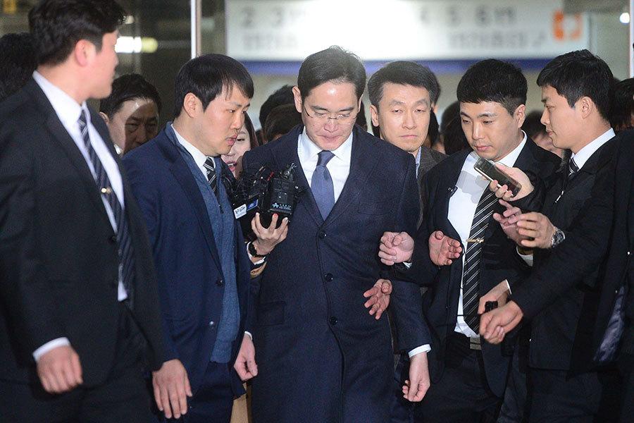 韓檢方逮捕三星李在鎔 朴槿惠彈劾案將揭曉