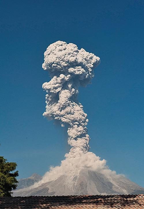危地馬拉火山爆發火山灰直衝四千五百米