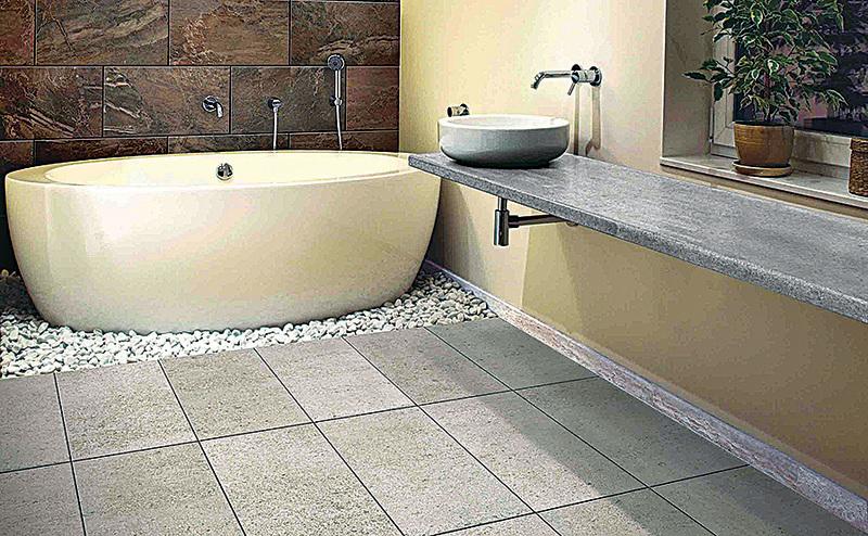 浴室地磚最好選用防滑效果佳的產品,以免濕滑造成意外。(MML)