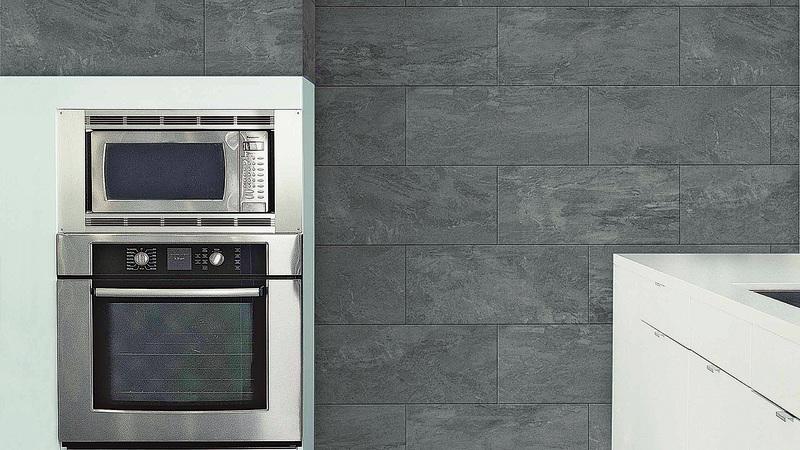 選擇廚房壁磚時,要依照整體風格選擇適合的圖案。如果想方便清潔,可選擇光面壁磚。(MML)