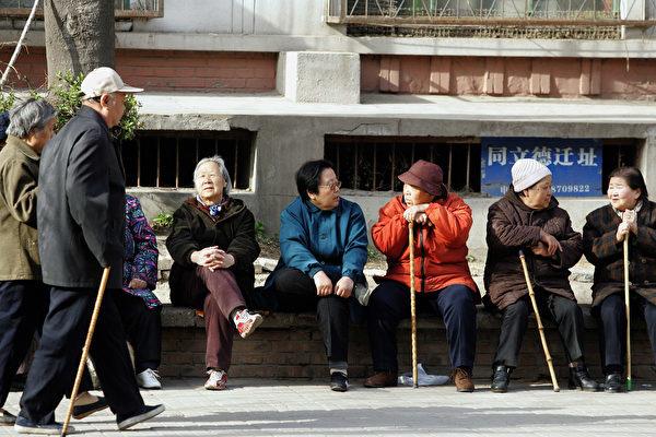 清華學者:中國老齡化和少子化比預想更嚴重