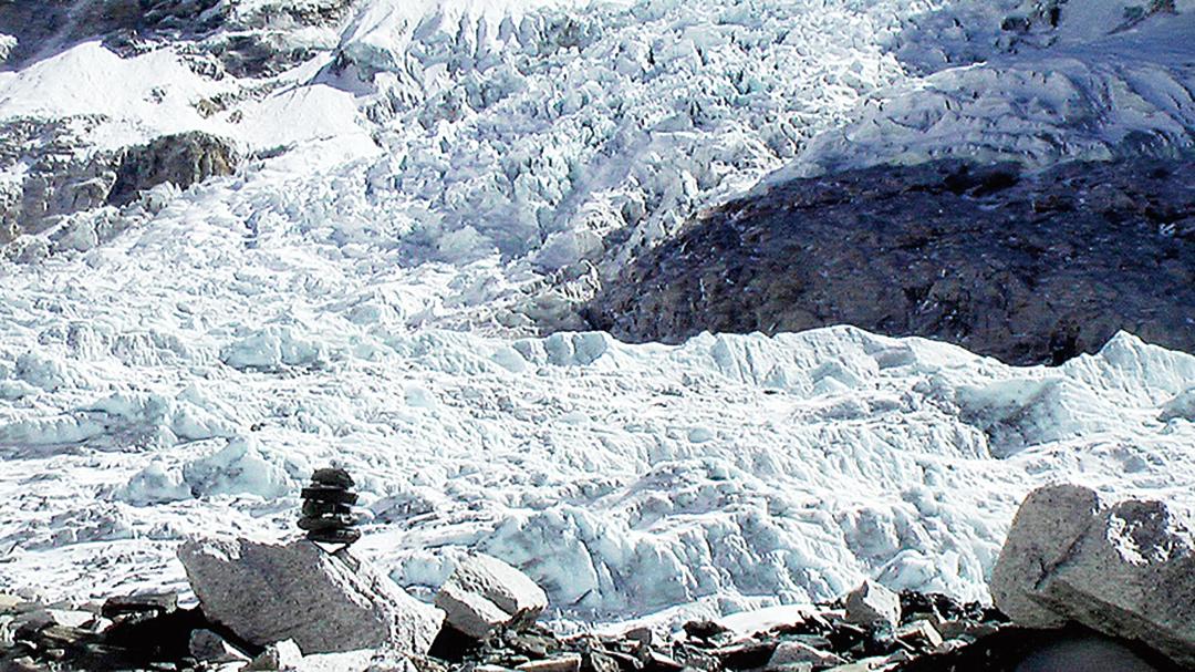 未雨綢繆科學家探聖母峰冰河
