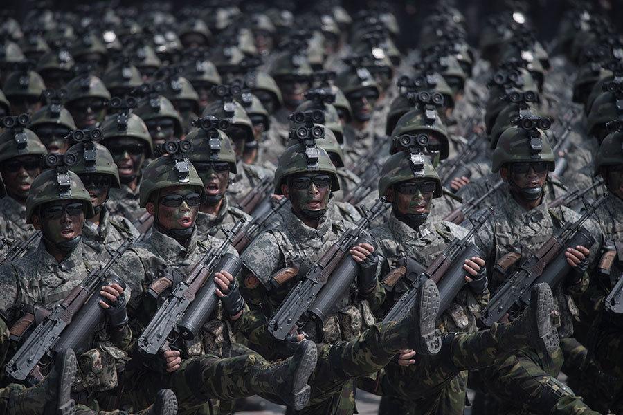美媒:北韓遊行破綻百出 一場滑稽模仿秀