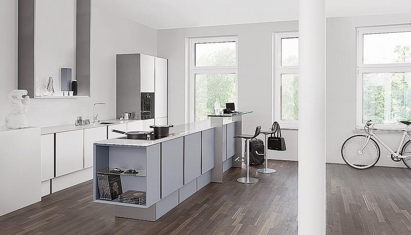 灰白色系的P7350櫥櫃,輕快有朝氣。(Poggenpohl)