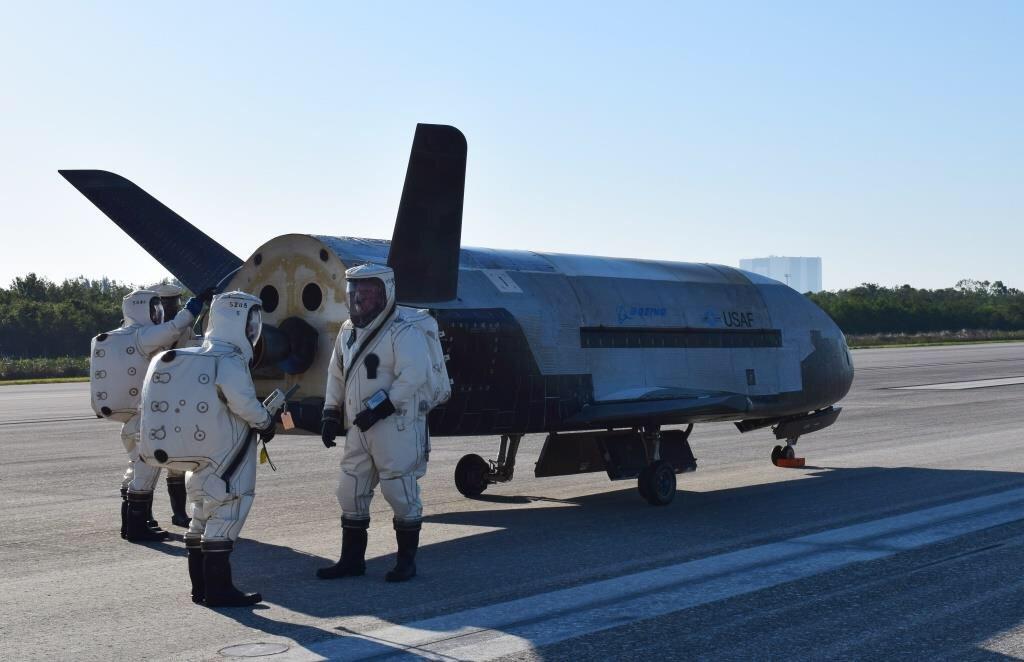 完成兩年機密任務 美太空飛機X-37B返地球