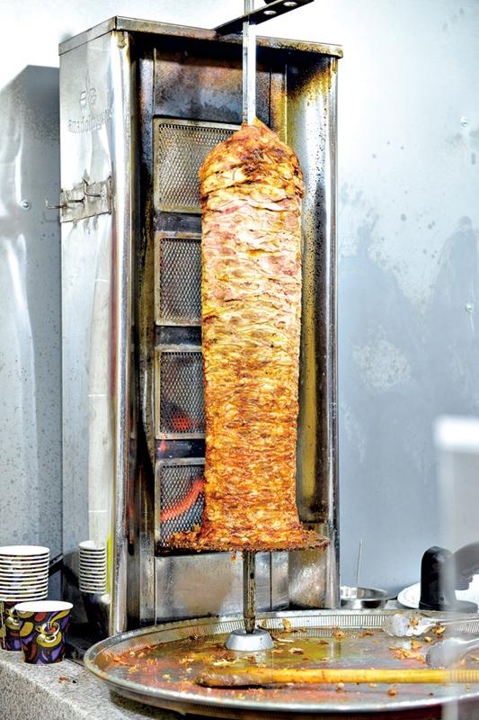 20世紀末期,許多土耳其人移居德國,也帶去了傳統美食「土耳其烤肉」。