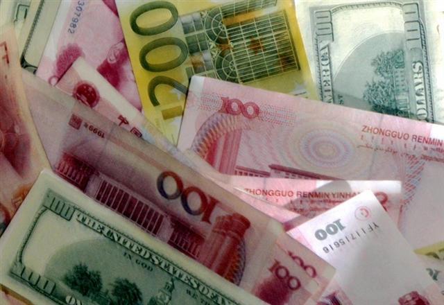 中共央行連續上調中間價 市場仍看貶人民幣