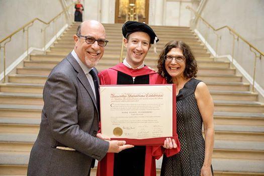 朱克伯格獲哈佛榮譽學位 重返宿舍說了甚麼