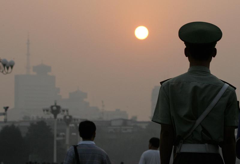 軍方曝全面停止有償服務時間 敏感行業引關注