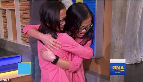 華裔雙胞胎小姐妹分離十年 美國相見大哭