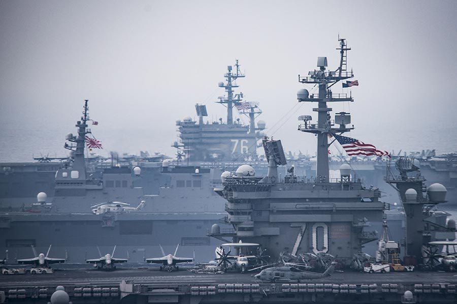 美國兩航母與日艦聯合軍演視像曝光
