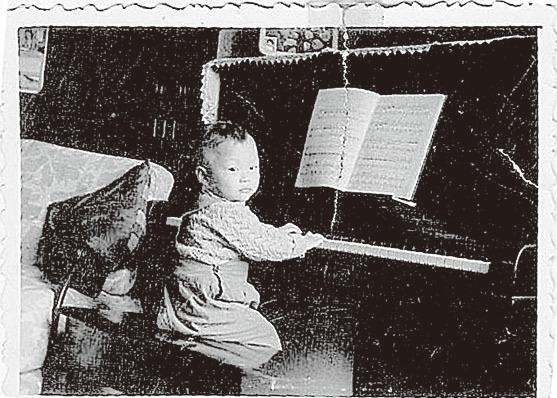 盛宗亮四歲在上海的家中跟母親開始學鋼琴。(大紀元資料圖片)