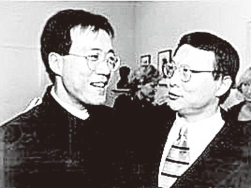 馬友友邀請盛宗亮創作的《七首中國調——大提琴獨奏》在1995年10月首演後兩人合影。(大紀元資料圖片)
