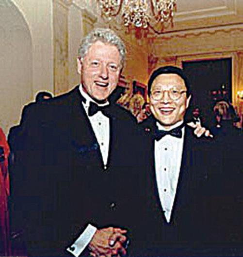 1999年美國總統克林頓在白宮設宴,邀請盛宗亮創作一曲《大提琴和琵琶的三首歌》,由馬友友獻奏。(大紀元資料圖片)