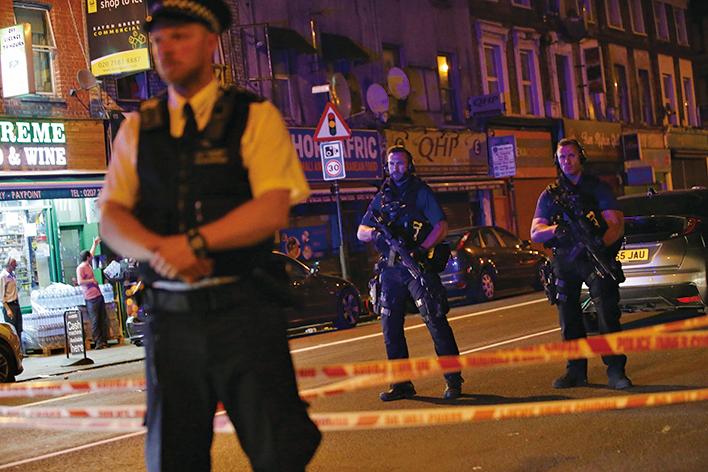 倫敦再遭恐襲 麵包車撞人1死10傷
