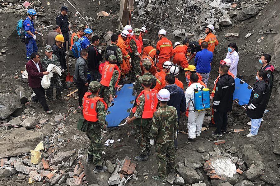 四川山體垮塌 挖出15具遺體 118人失聯
