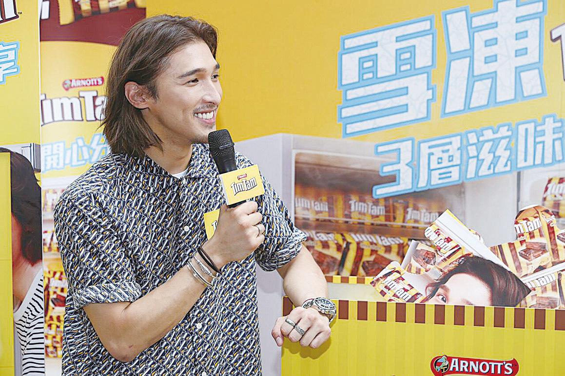 黃又南代言甜品 夏日街頭送雪糕 好消暑