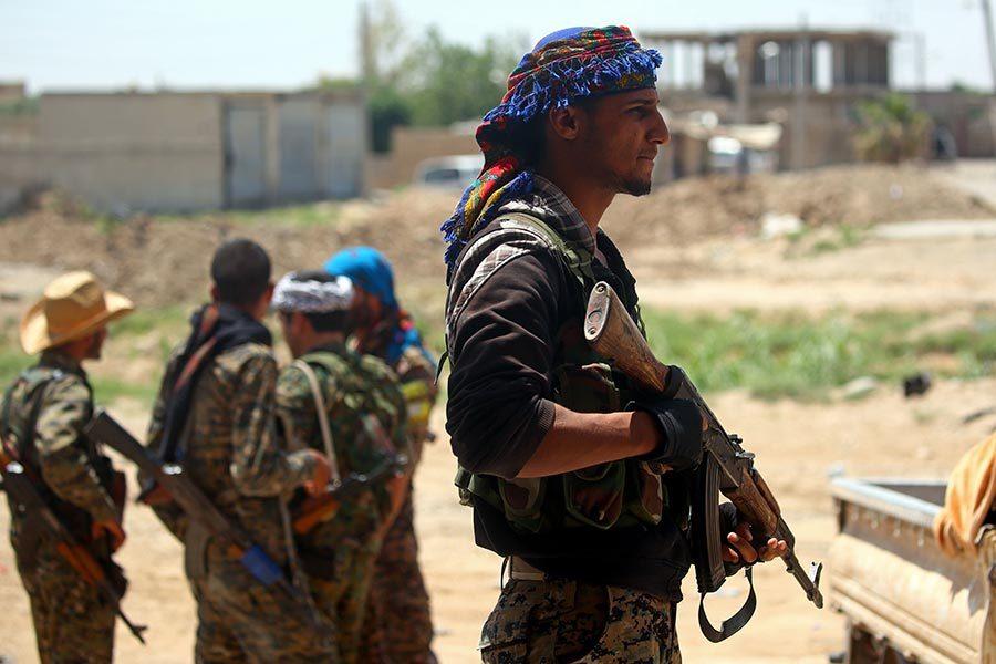 聯軍全面包圍拉卡市 開始圍捕IS殘餘成員
