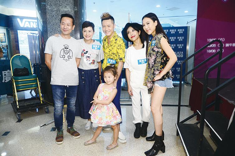出席童星比賽 鍾舒祺與家姐鍾舒漫 歡度生日