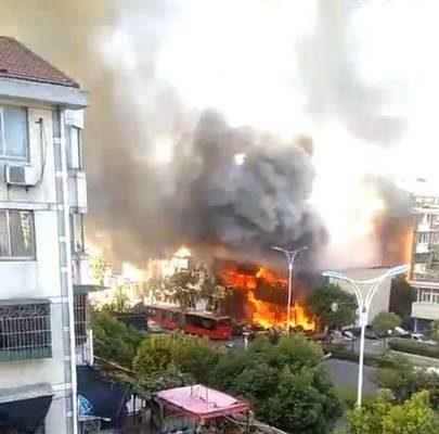 杭州餐館煤氣爆炸火光熊熊 至少2死55人傷