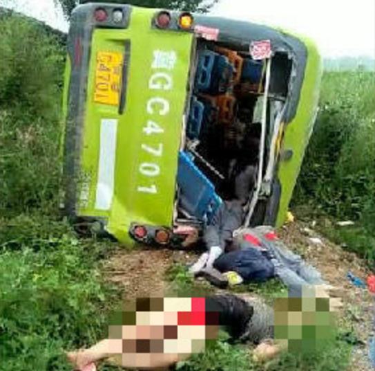 河北巴士與貨車相撞 造成十死十傷