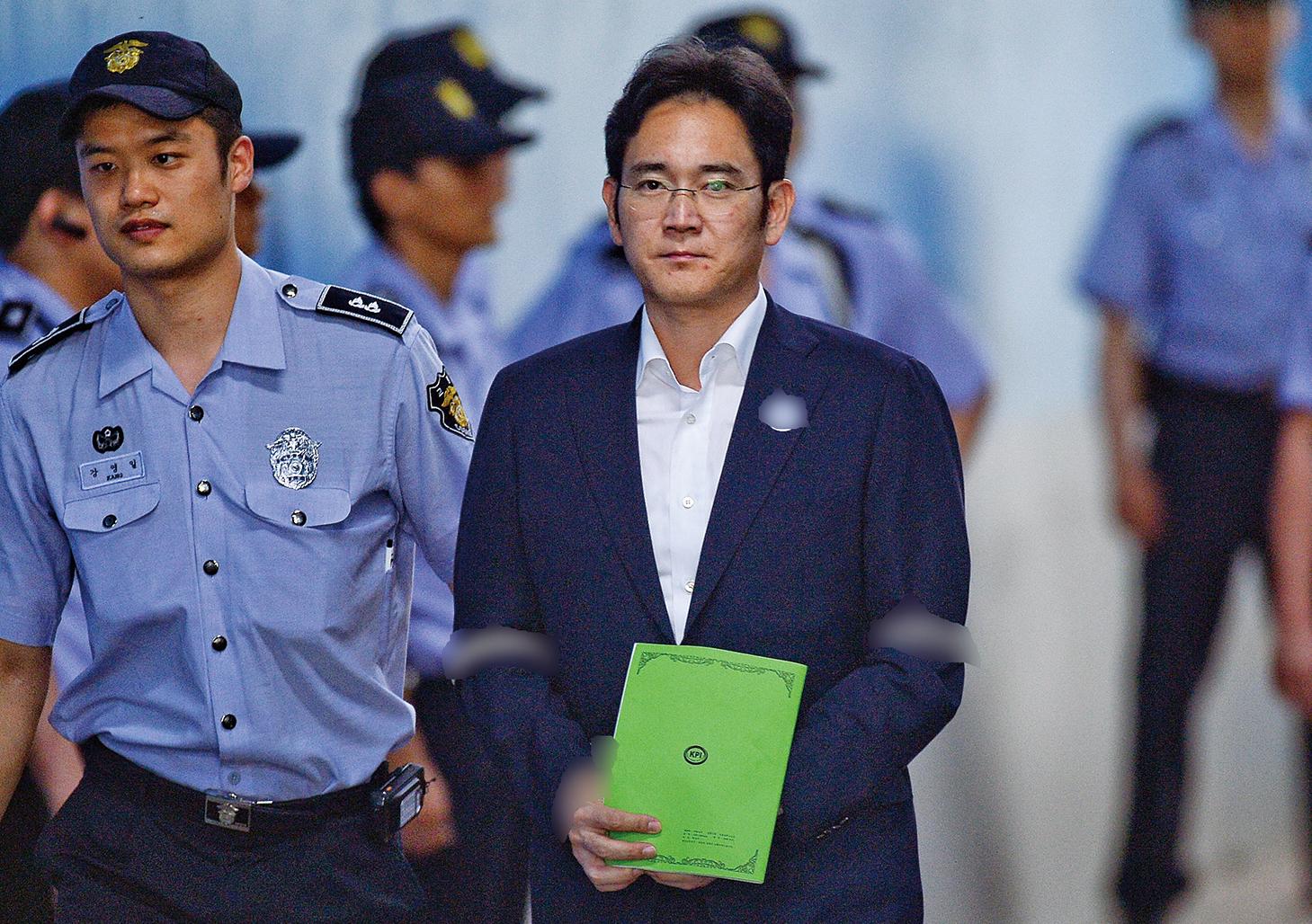 三星少主李在鎔被求刑12年