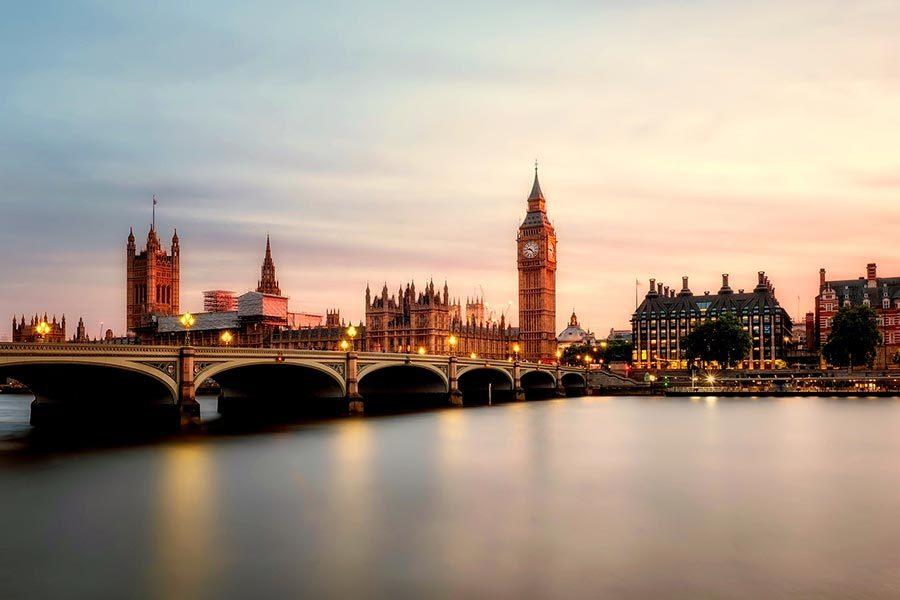仍未獲發赴英留學簽證者 下午三時起可求助政府熱線