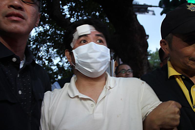 台男總統府砍人 網民:天天看央視中毒太深